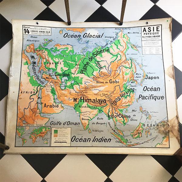 Ancienne carte géographique pour apporter une touche vintage à la décoration murale d'une chambre d'enfant