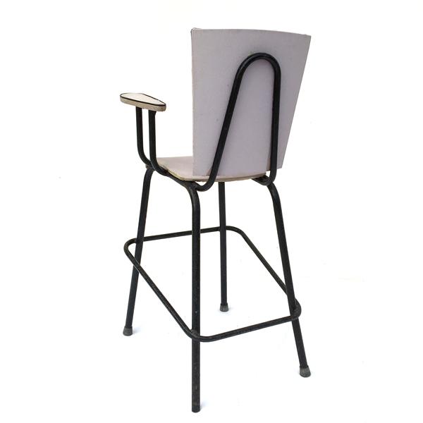 Chaise haute pour enfant des années 60 style vintage disponible sur le eshop de Madame M