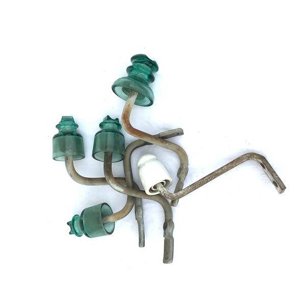 Lot isolateurs EDF verts et blanc qui peuvent servir de porte manteau