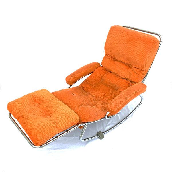 Magnifique chaise longue à bascule en velours orange disponible dans la catégorie Brocante du eshop de Madame m