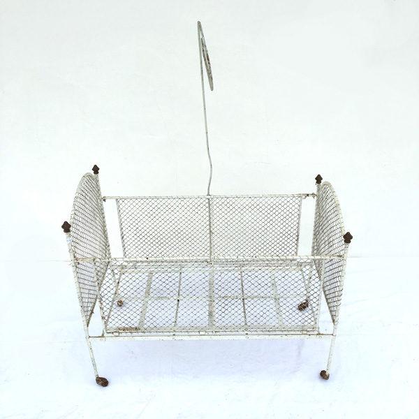 Ancien lit en fer forgé pour chambre d'enfant disponible sur le eshop de Madame M