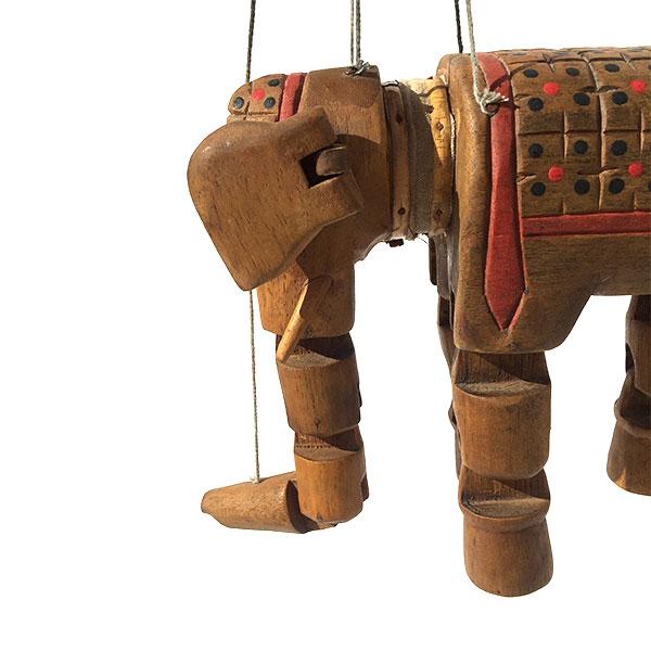 Marionnette éléphant en bois articulé idéale pour une décoration ethnique d'une chambre d'enfant